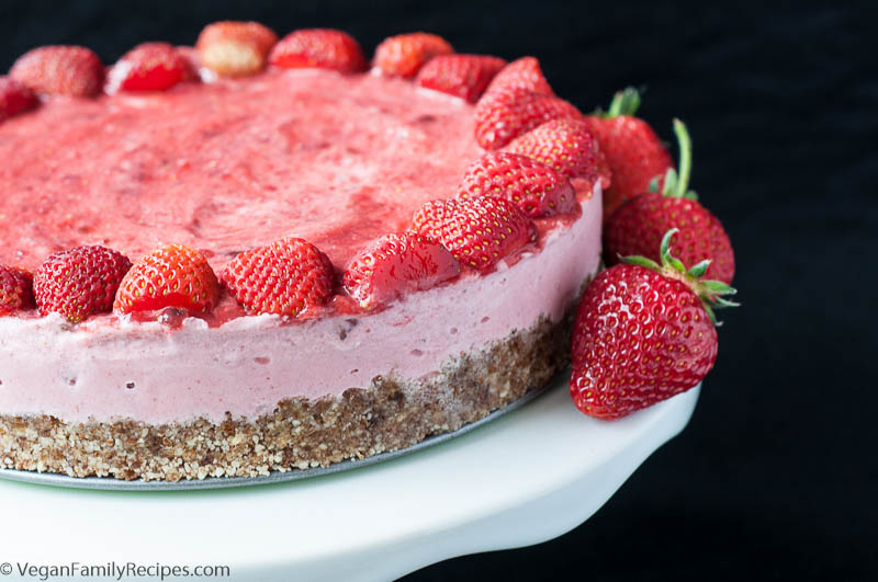 Strawberry Ice Cream Cake V Gf Keeprecipes Your Universal Recipe Box