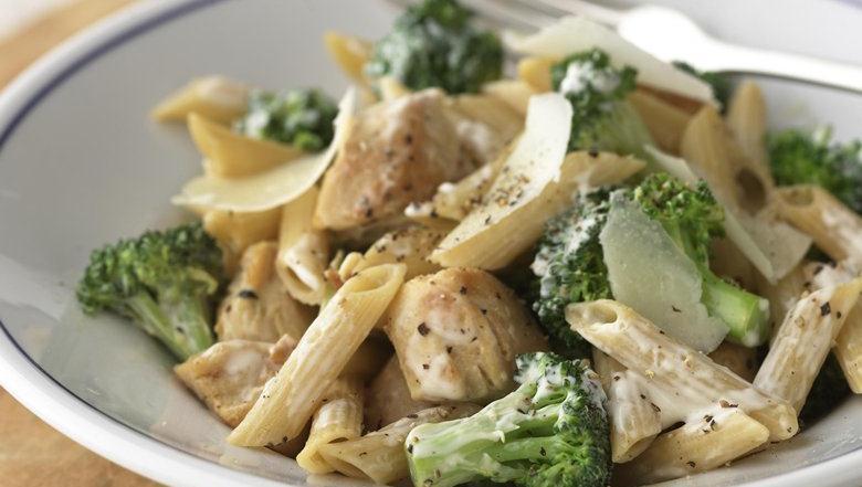 Healthified chicken and broccoli parmesan pasta - Ensalada de arroz light ...
