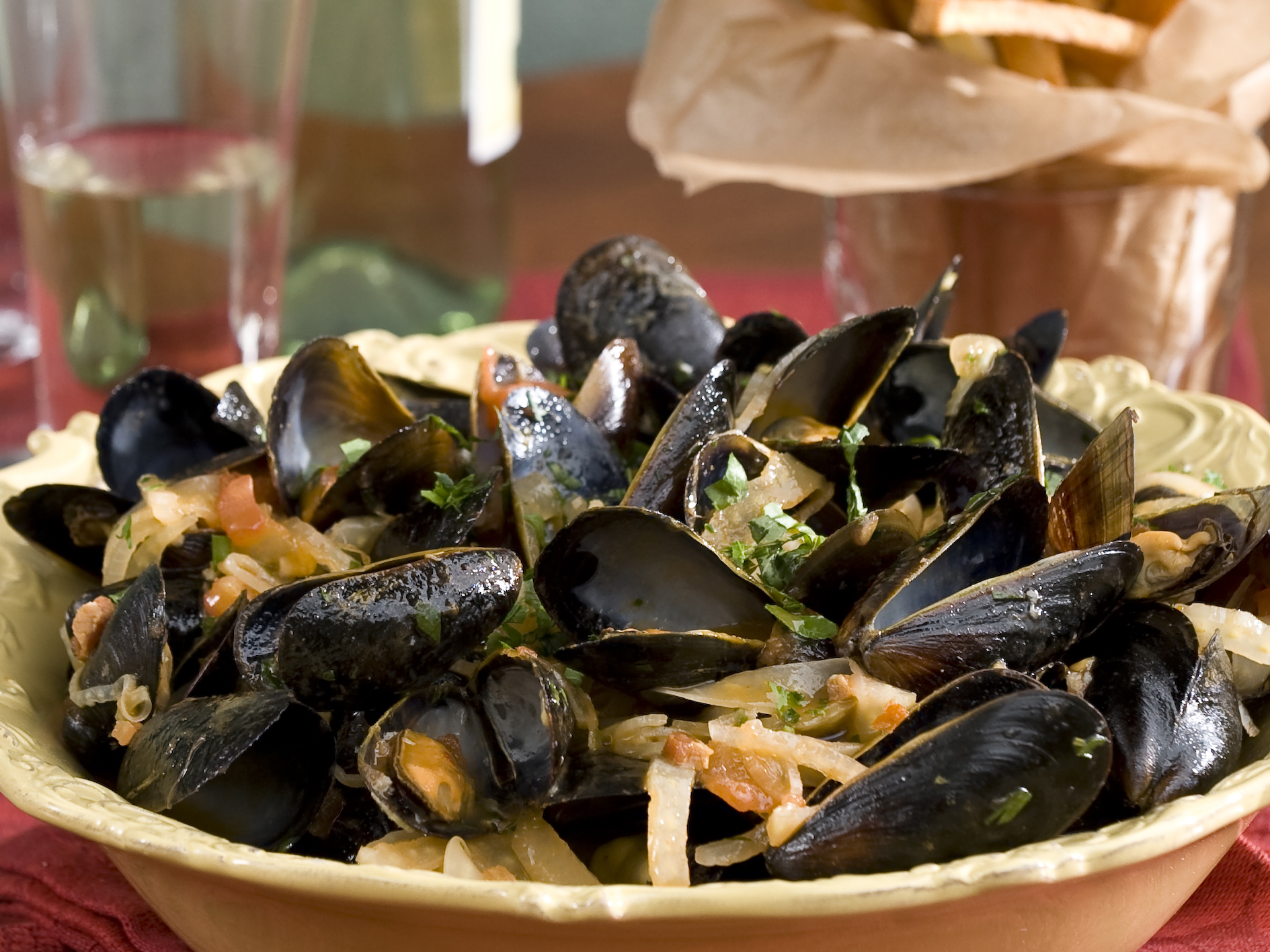 Emeril Lagasse Steamed Mussels in a Tomato and Fennel ...