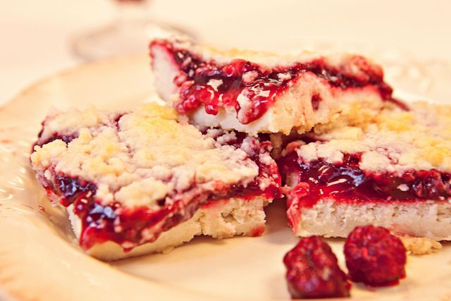 Super Yummy Raspberry Cheesecale Bars Keeprecipes Your
