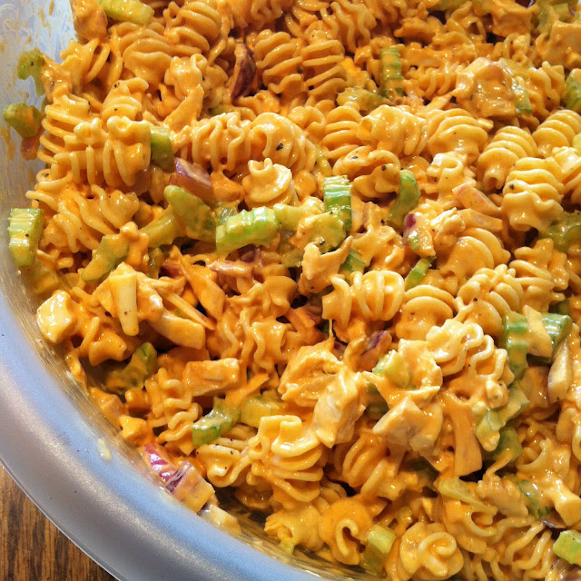 Jul 15,  · Cook pasta according to package instructions. Drain and transfer to a large bowl. Add chicken breast and red pepper and stir to combine. In a separate, medium-sized bowl, whisk together buffalo sauce, ranch dressing, mayonnaise, garlic powder, and black pepper to make a sauce. Pour sauce over pasta mixture and stir until well dionsnowmobilevalues.mlgs: 8.