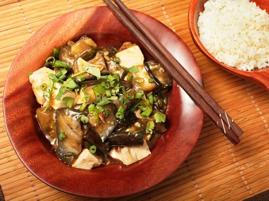 Braised Eggplant with Tofu in Garlic Sauce | KeepRecipes: Your ...