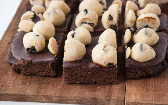 healthy chocolate chip cookie dough fudge layered brownies