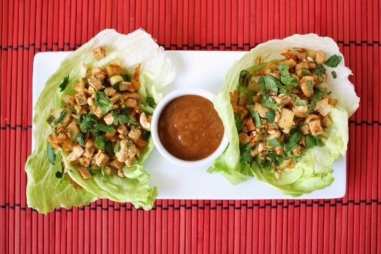 Spicy Thai Chicken Lettuce Wraps with Peanut Sauce | KeepRecipes: Your ...