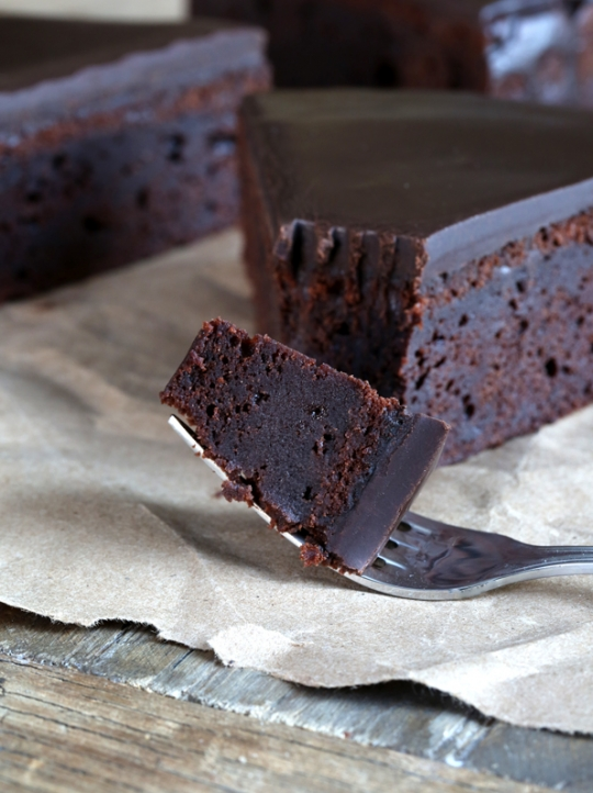 Fudgy Flourless Chocolate Cake Recipe