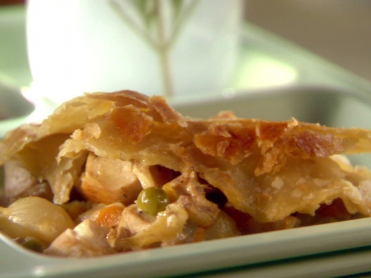 Easy Chicken Pot Pie Sunny Anderson Keeprecipes Your Universal