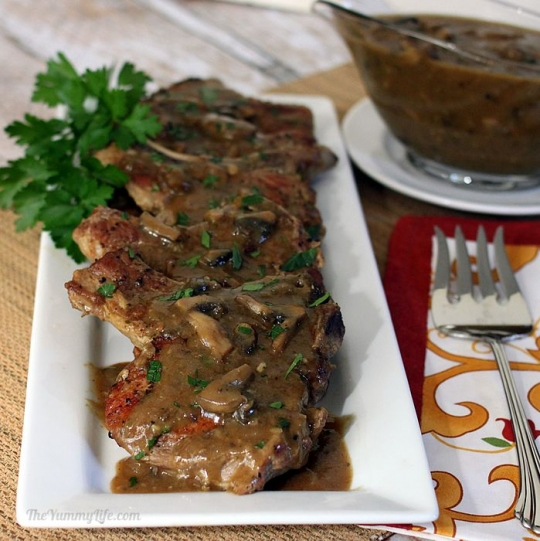 how to make smothered pork chops and gravy