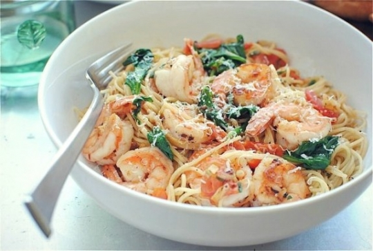 Shrimp Pasta with Tomatoes, Lemon and Spinach | KeepRecipes: Your ...