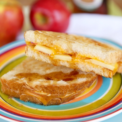 Apple-Cinnamon Grilled Cheese Sandwiches | KeepRecipes: Your Universal ...
