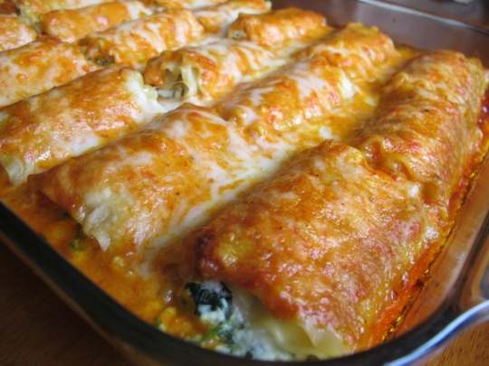 Spinach Lasagna Rolls w/Roasted Red Bell Pepper Alfredo Sauce ...