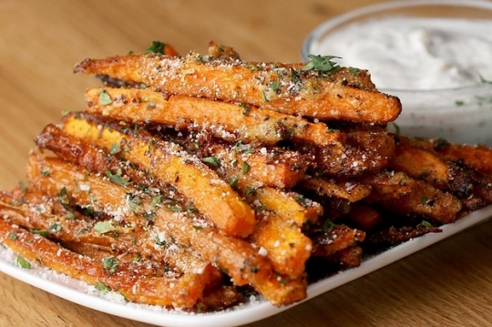 Garlic parmesanbaked carrot fries keeprecipes your universal see original recipe at buzzfeed forumfinder Gallery