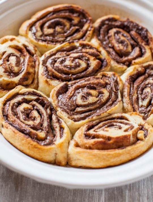 Nutella Cinnamon Rolls with Vanilla Glaze | KeepRecipes ...