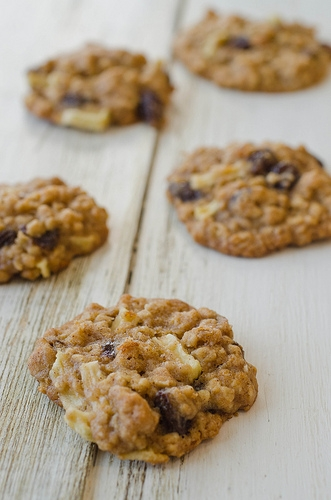 Apple Cinnamon Oatmeal Raisin Cookies » Pennies on a ...