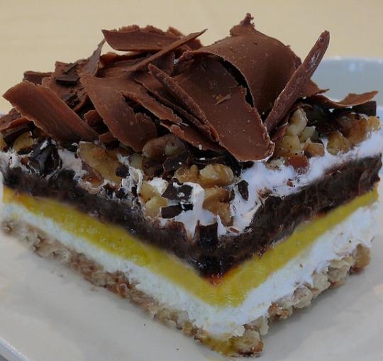 Află acum de la noi cea mai bună prăjitură cu budincă și nuci
