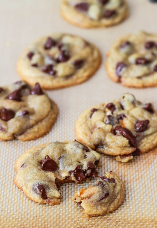 snickers bar stuffed chocolate chip cookies. | KeepRecipes: Your ...