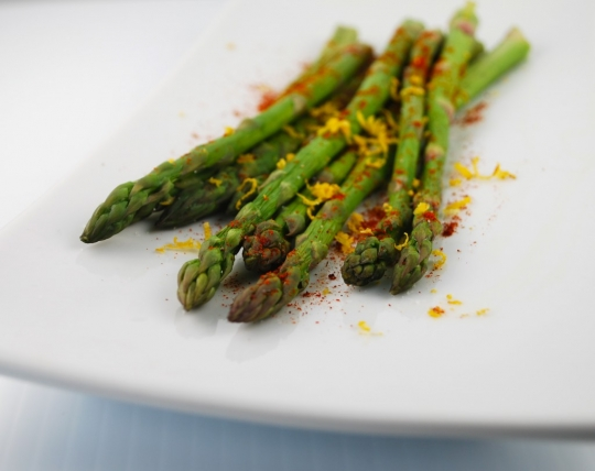 Asparagus with Lemon Zest and Paprika | KeepRecipes: Your ...