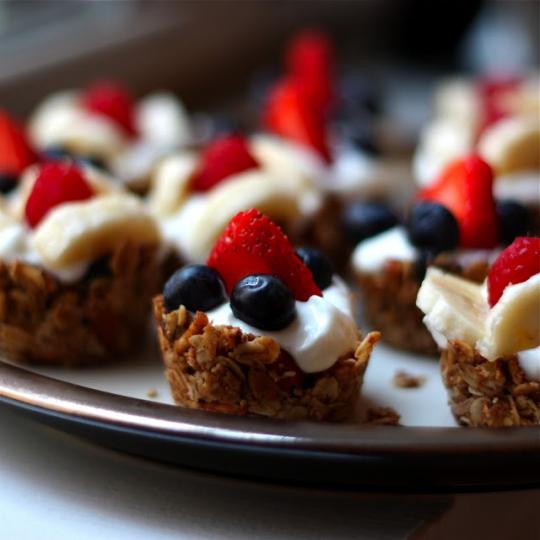 Mini Granola Cups With Yogurt & Berries