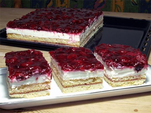 Kuchen mit quark und rote grutze