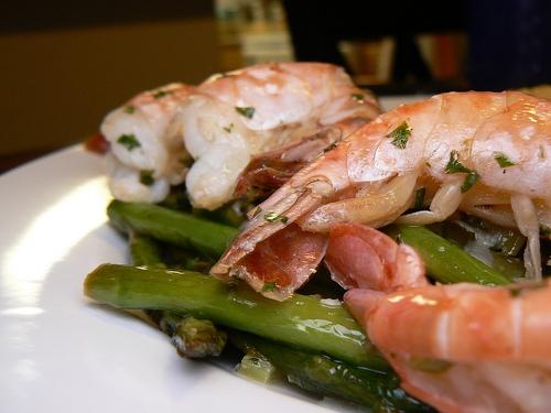 Hot Garlicky Shrimp with Asparagus and Lemon | KeepRecipes: Your ...