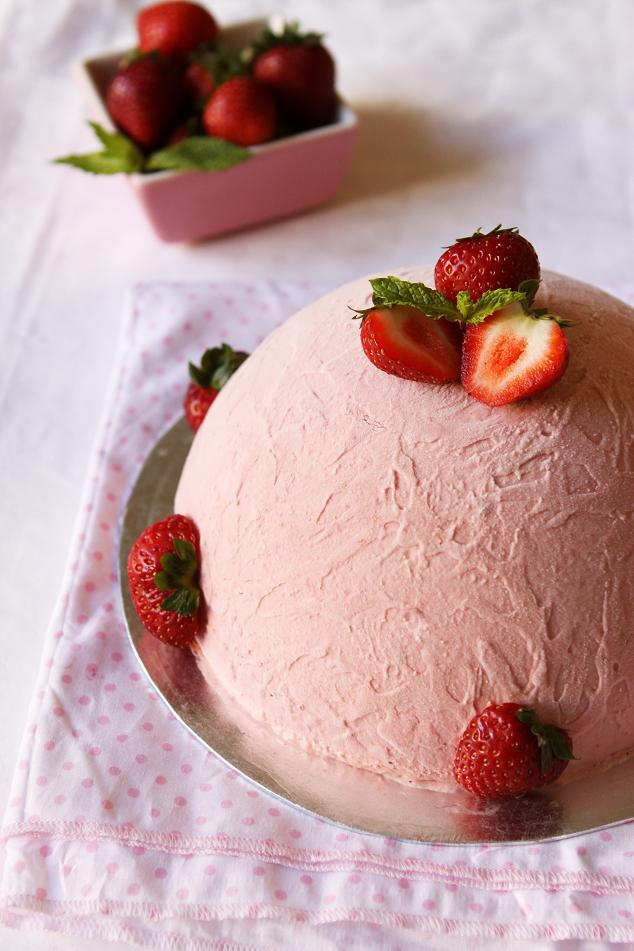 Strawberry Cake And Icing